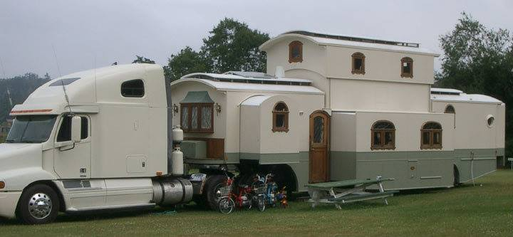 After Posting Our Write Up On This 18 Wheel House Which Is A Combo Of Semi Tractor And Trailer Lot People Offered Comments Information